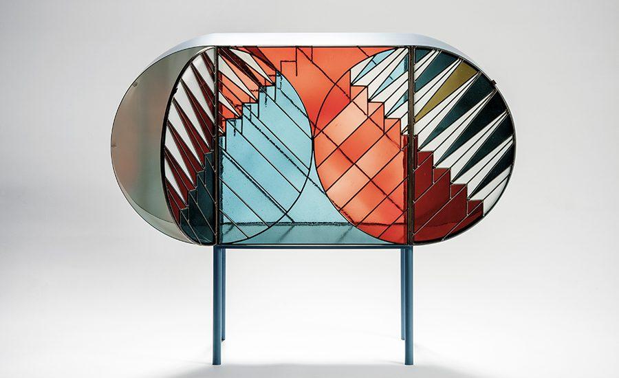 Pour Spazio Pontaccio, Patricia Urquiola s'est associée au graphiste Federico Pepe pour concevoir la collection capsule « Credenza ». La collection se compose d'une crédence, d'un cabinet et d'un paravent, inspirés de l'art du vitrail, notamment des vitraux de Gerhard Richter pour la cathédrale de Cologne. Hyperactive, Patricia Urquiola signe également de nouvelles créations pour Cassina, Kartell, CC-Tapis, Kettal et Moroso.