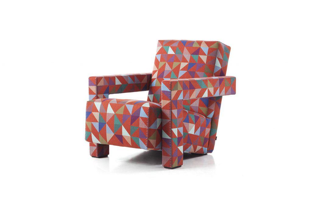 Les classiques du design se mettent à la page avec de nouveaux revêtements. C'est notamment le cas du fameux fauteuil Utrecht dessiné en 1935 par Gerrit T. Rietveld et édité par Cassina depuis 1988, qui se drape du Jacquard « Boxblocks » de Bertjan Pot. L'édition spéciale est disponible en 3 couleurs chacune limitée à 90 exemplaires.