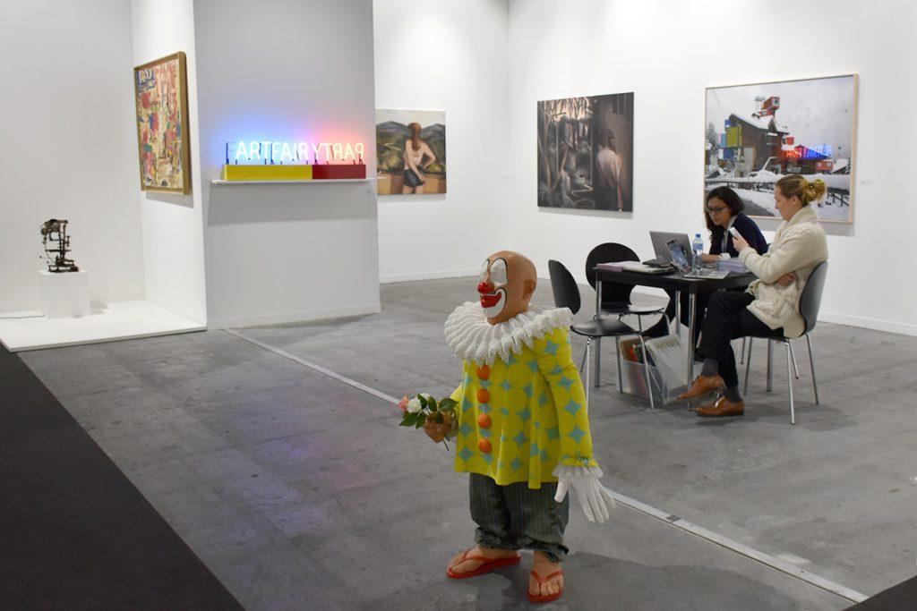 Clown de Gilles Barbier sur le stand de la galerie George-Philippe et Nathalie Vallois, Paris