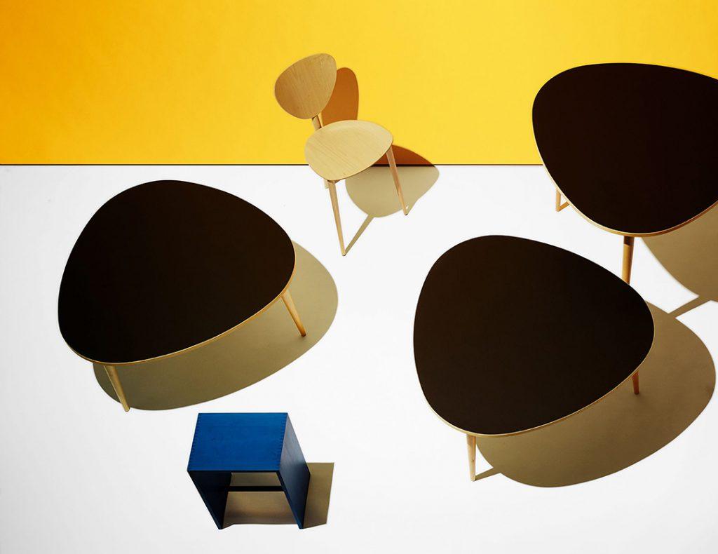 La maison zurichoise Wohnbedarf a édité du mobilier dès l'ouverture de son premier magasin en 1931. Elle a largement contribué au développement du design moderne en Suisse, notamment avec des productions signées des plus grands architectes et designers de l'époque : Alvar Aalto, Max Bill, Marcel Breuer et Le Corbusier. Désormais, l'enseigne et le fabricant sont deux entités indépendantes. Wb Form produit et distribue des créations contemporaines ainsi que des rééditions d'icônes du XXe siècle comme le tabouret Ulm et la chaise Kreuzzargen de Max Bill, ou encore la lampe nuage de Susi & Ueli Berger.