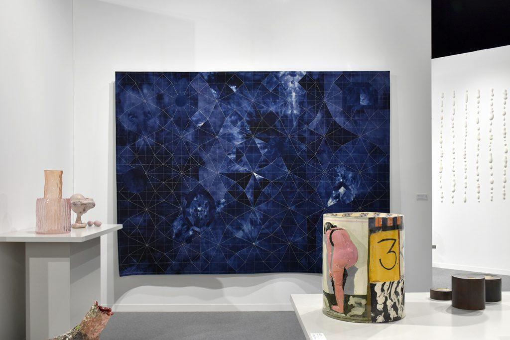 Taste Contemporary de Genève présente des oeuvres d'arts appliqués, de la céramique au textile en passant par le travail du métal et du bois.