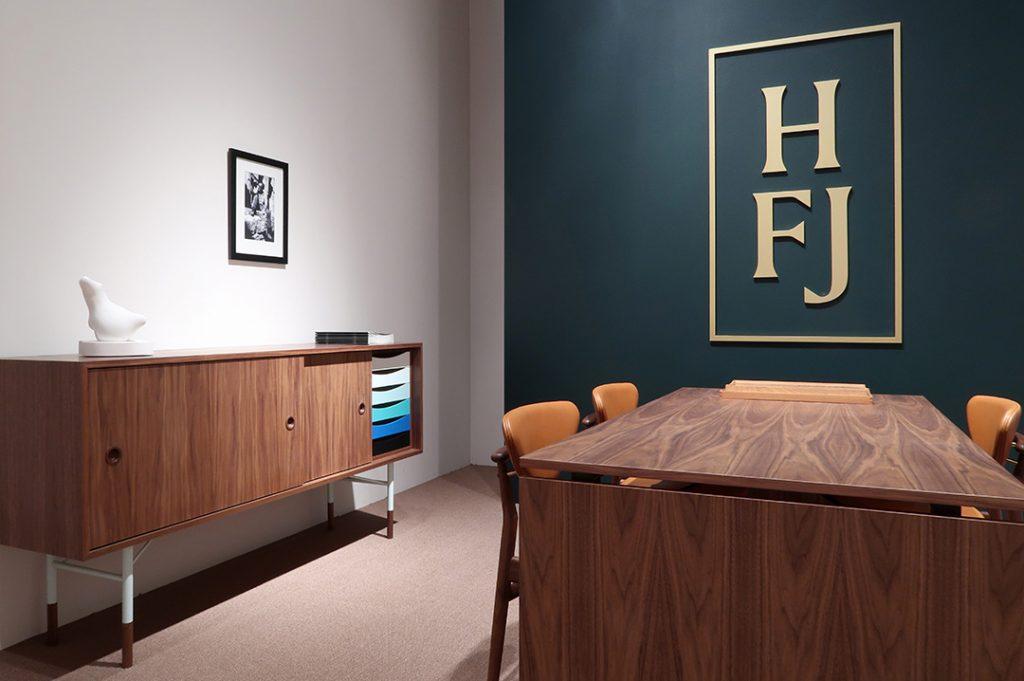 Enfilade FJ5500, Finn Juhl, Onecollection sur le stand House of Finn Juhl à Milan