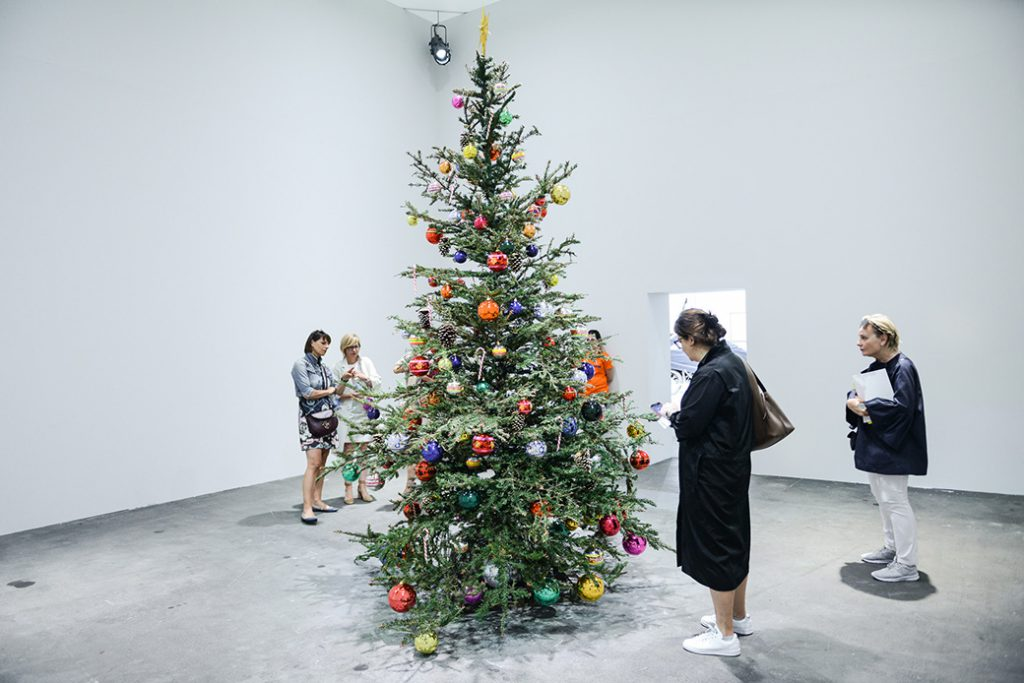 Philippe Parreno, « Fraught Times: For Eleven Months of the Year it's an Artwork and in December it's Christmas » (2017). Photo © Art Basel