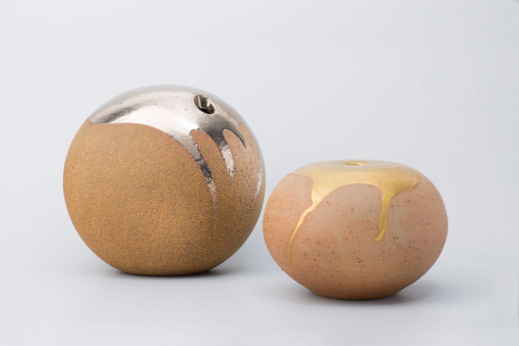 Vase «platine» et «or» en grès partiellement émaillé, ca. 1970, Edouard Chapallaz, Galerie Latham. © Galerie Latham