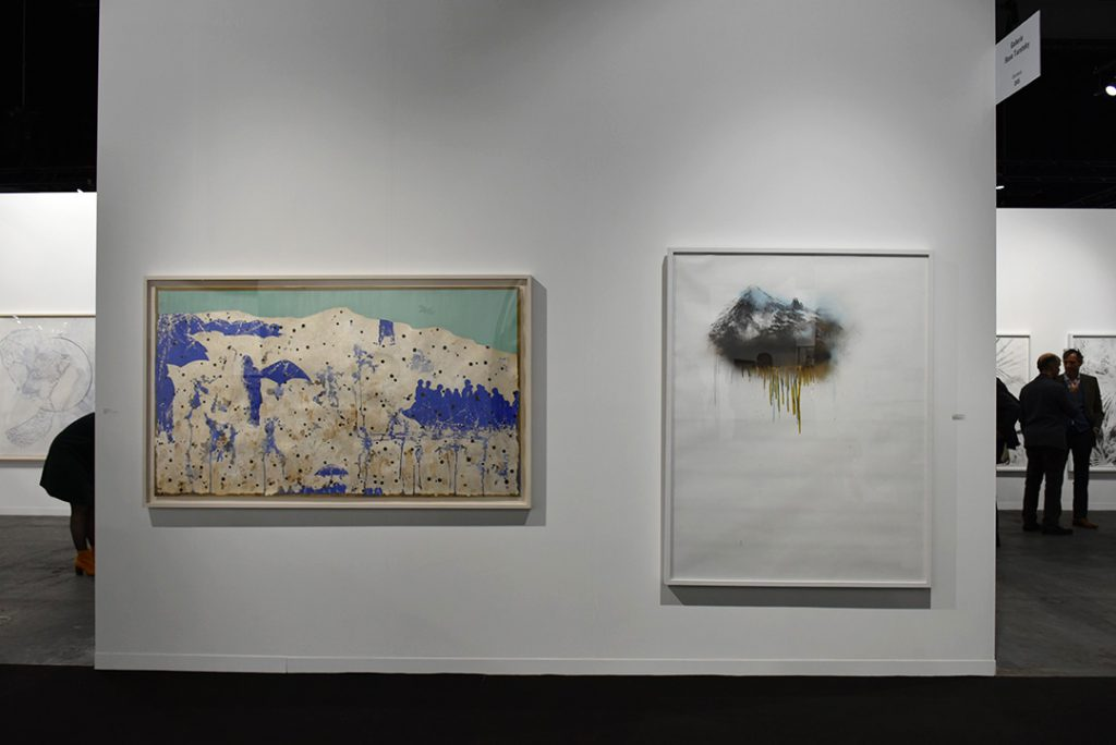 A droite Waseem Ahmed, Gowen Contemporary, à gauche Alexia Turlin, Montagnes-eau, Rosa Turetsky. Photo © Corine Stübi