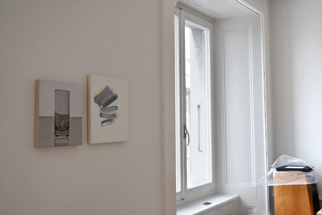 """De gauche à droite: Toiles de Peter Dreher (""""Tag um Tag guter Tag 999"""", 1995) et de Luisanna Gonzalez-Quettrini (2017)"""