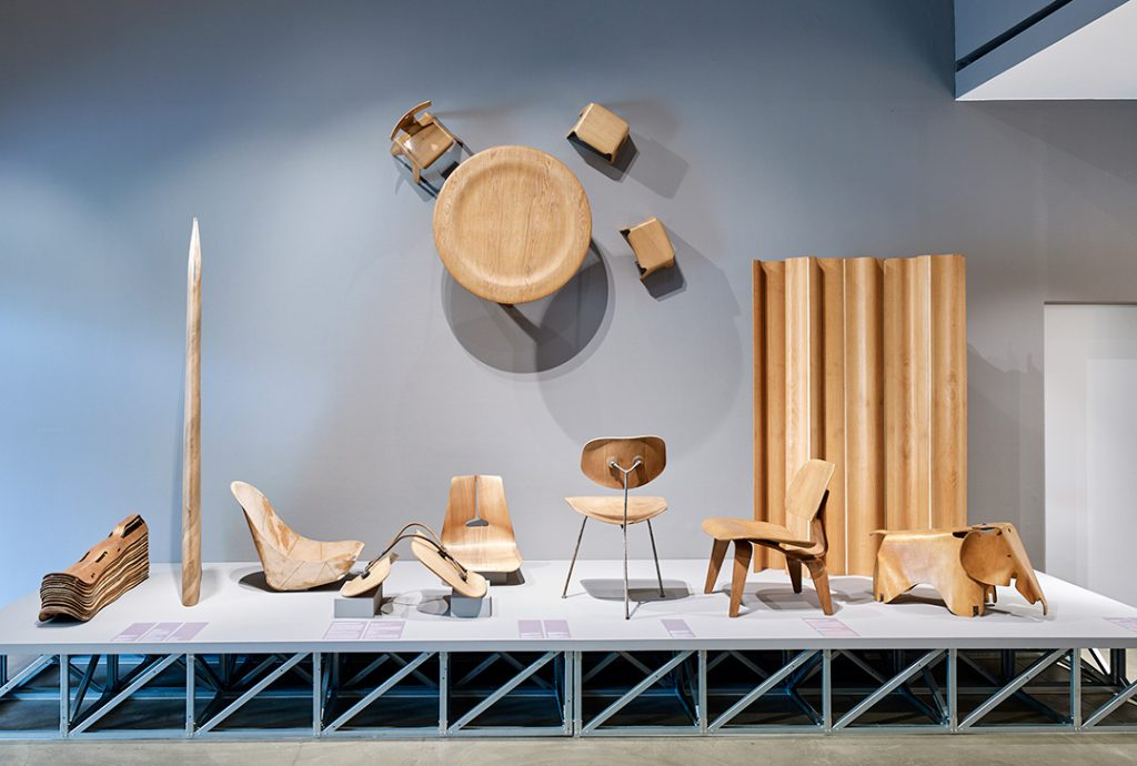 "Vue de l'exposition ""Charles & Ray Eames. The power of design"" au Vitra Design Museum. © Vitra Design Museum, Photo: Mark Niedermann"