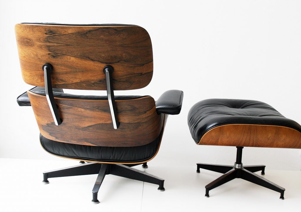 Lounge chair et ottoman, Charles & Ray Eames, édition Herman Miller. Photo © Kissthedesign