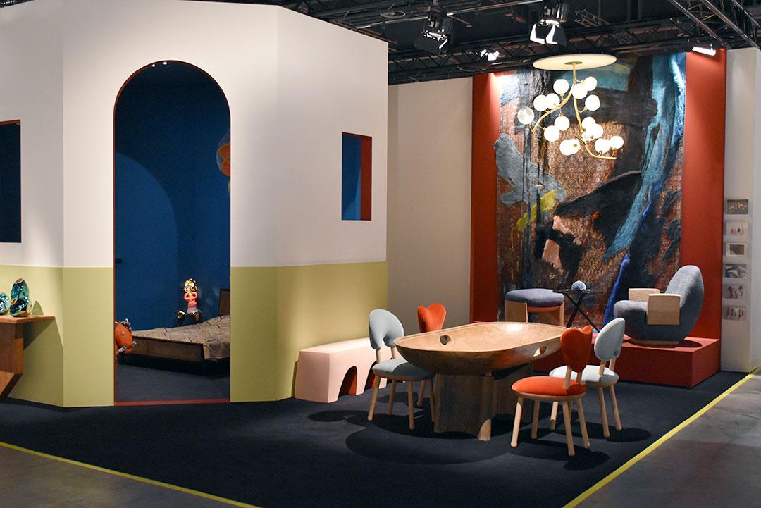 R&Company. Table de Zanine et chaises de Pierre Yovanovitch
